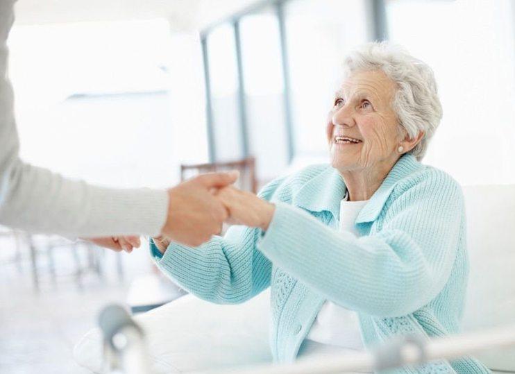 помощь пожилому человеку